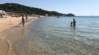 Ιταλία: Γάλλος τουρίστας θέλησε να πάρει την άμμο σπίτι του αλλά έφυγε με… πρόστιμο
