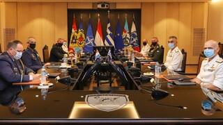 Στο υπουργείο Εθνικής Άμυνας ο αρχηγός των Ενόπλων Δυνάμεων της Ολλανδίας