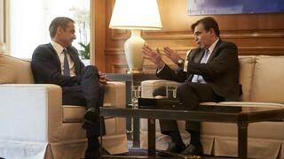 «Η ΕΕ είναι έτοιμη να βοηθήσει την Ελλάδα»: Επικοινωνία Μητσοτάκη - Σχοινά για τη Μόρια
