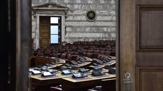 Ενστάσεις και αιτήματα για την αντιμετώπιση του κορωνοϊού στη Βουλή