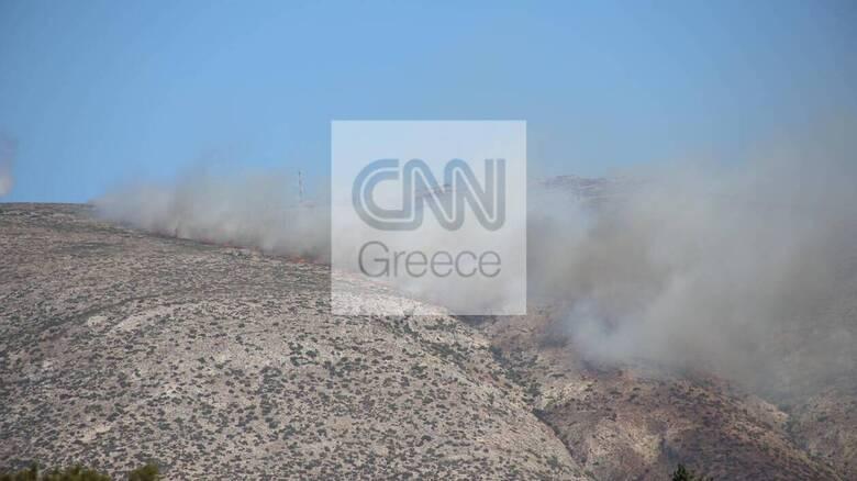 Φωτιά στα Καλύβια: Μήνυμα από το 112 σε κατοίκους να εκκενώσουν τους οικισμούς