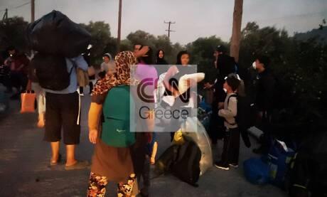 Φωτιά στη Μόρια: Εικόνες χάους για δεύτερο βράδυ