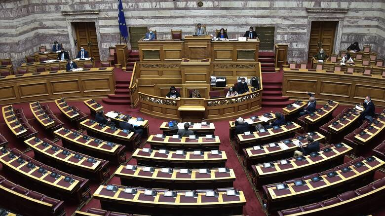 Κόντρα στη Βουλή για τη Μόρια