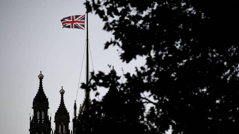 Brexit: Προσφυγή κατά της Βρετανίας εξετάζει η ΕΕ – Προειδοποιήσεις από Γαλλία