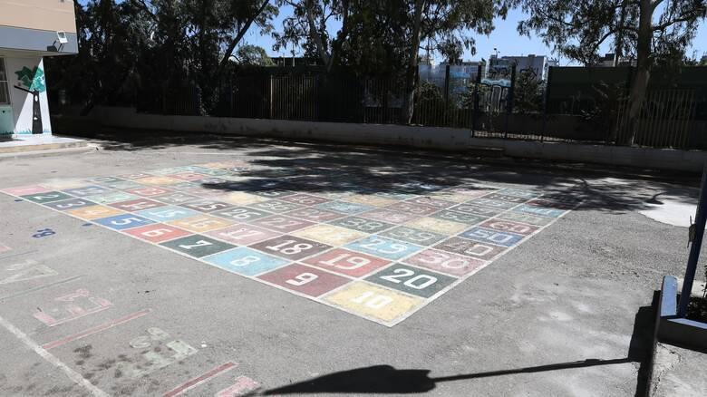 Ανοίγουν τα σχολεία: Σύγχυση με το πρώτο κουδούνι της χρονιάς
