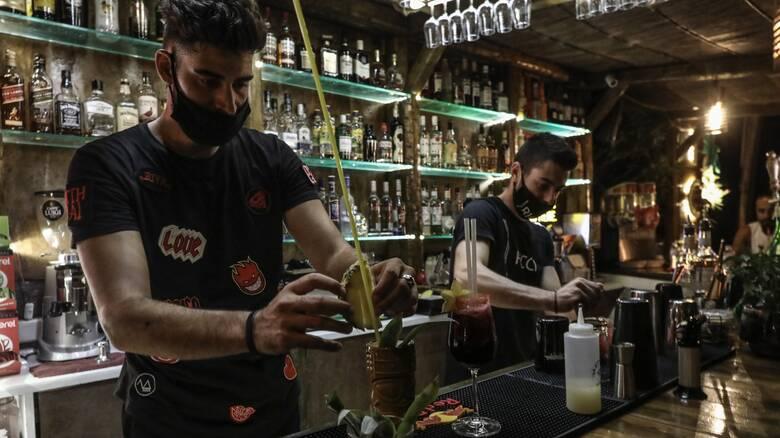 Κορωνοϊός: Παράταση των έκτακτων μέτρων σε καφετέριες, εστιατόρια, μπαρ στην Αττική