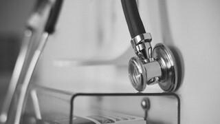 Κορωνοϊός: Οξύμετρο και... βιντεοκλήσεις, σημεία - κλειδιά στη διαχείριση ασθενών στο σπίτι