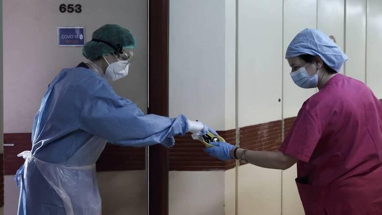 Συναγερμός στη Λαμία: Διασπορά του κορωνοϊού σε πάρτι - Ψάχνουν για τον «ασθενή μηδέν»
