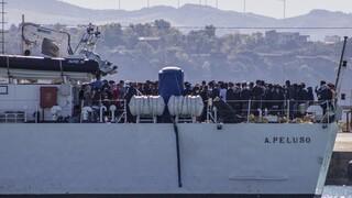 Αποβιβάστηκε στη Σικελία ομάδα μεταναστών - Ήταν αποκλεισμένη σε δεξαμενόπλοιο για 40 μέρες