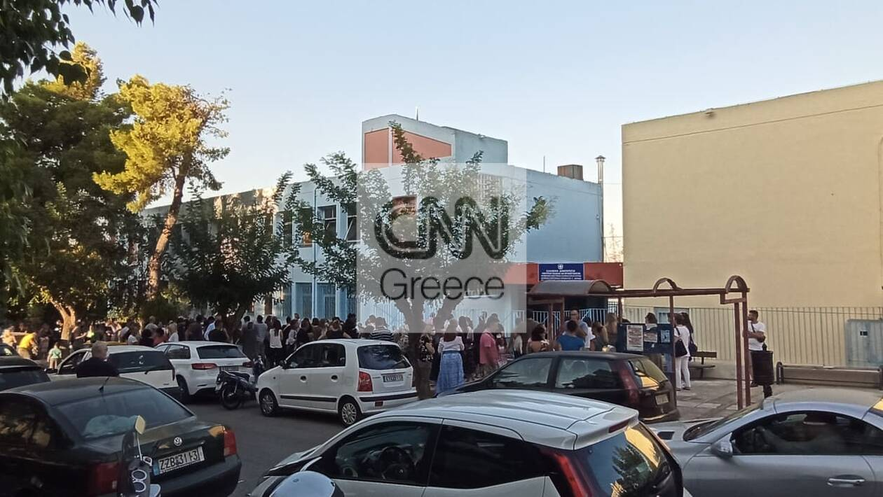 https://cdn.cnngreece.gr/media/news/2020/09/14/234336/photos/snapshot/sxoleia-6.jpg
