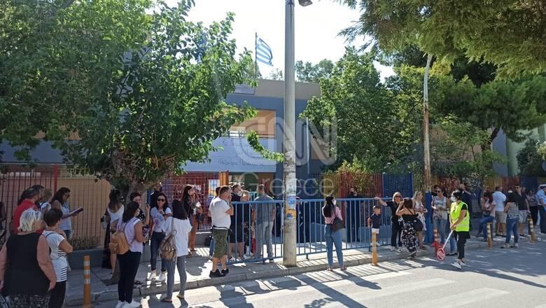 Κορωνοϊός - Άνοιγμα Σχολείων: Σε Δημοτικό των Αγίων Αναργύρων ο Μητσοτάκης