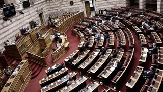 Ψηφίστηκαν οι δύο ΠΝΠ με τα μέτρα για την αντιμετώπιση των συνεπειών της πανδημίας