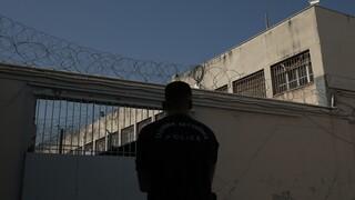 Φυλακές Πάτρας: Εντοπίστηκαν μαχαίρια, ναρκωτικά, κινητό και αποστακτήριο αλκοόλ
