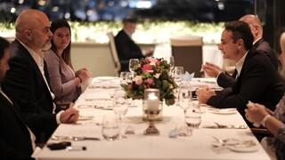 Δείπνο Μητσοτάκη - Ράμα: Ψηλά στην ατζέντα ελληνική μειονότητα και ευρωπαϊκή προοπτική Αλβανίας
