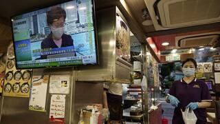 Χονγκ Kονγκ: Ανοίγουν ξανά τα μπαρ και τα θεματικά πάρκα λόγω χαμηλού αριθμού κρουσμάτων