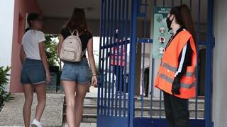 ΚΕΔΕ για τις μάσκες «γίγας»: Δεν υπήρξε καμία «παρεξήγηση», εφαρμόσαμε τις οδηγίες που λάβαμε