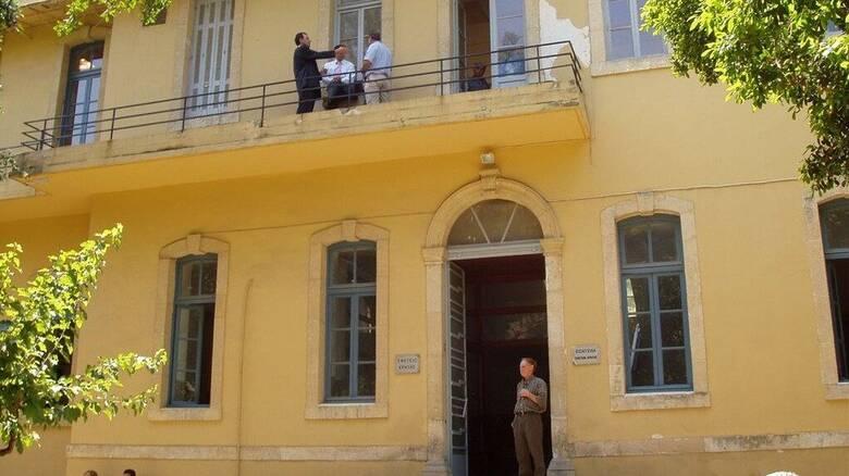 Χανιά: Φυλάκιση 14 μηνών και 400 ευρώ δωρεά στο σχολείο για τον γονέα που ξυλοκόπησε καθηγητή