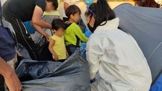 Καρέ-καρέ η επιχείρηση της ΕΛΑΣ για τη μεταφορά προσφύγων και μεταναστών στο Καρά Τεπέ