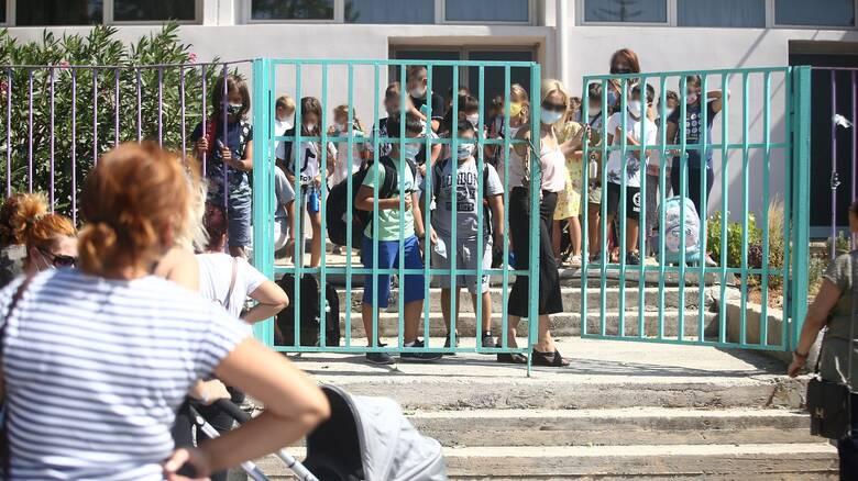 Κορωνοϊός: «Αλαλούμ» με θετικό κρούσμα σε Γυμνάσιο στο Κερατσίνι