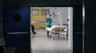 Κορωνοϊός: Τέσσερις νεκροί σήμερα - Κατέληξε 81χρονος στον Ευαγγελισμό