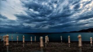 Ο «Ιανός» χτυπά από τα δυτικά τη χώρα – Η πορεία του κυκλώνα και τα μέτρα προστασίας