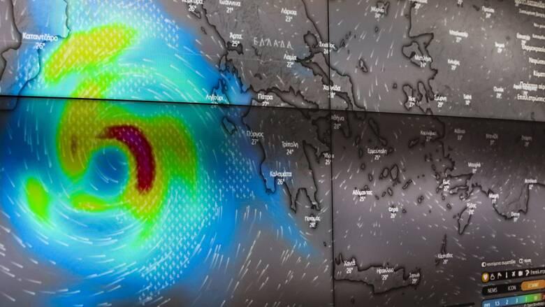 Ιανός: «Μάτι» 50 χλμ. εμφανίζει ο κυκλώνας – Χτύπησε το Ιόνιο με ανέμους 90 χλμ/ώρα