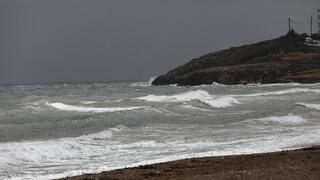 Κακοκαιρία «Ιανός»: Ακυβέρνητο σκάφος με 55 μετανάστες στον Κυπαρισσιακό Κόλπο
