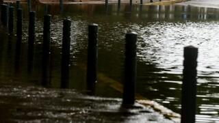 Κακοκαιρία «Ιανός»: Εκκενώνεται νηπιαγωγείο στα Λουτρά Υπάτης