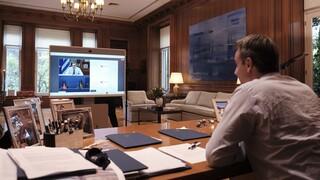 Τηλεδιάσκεψη για το προσφυγικό: Το βίντεο που έδειξε ο Μητσοτάκης σε Μέρκελ και Φον ντερ Λάιεν