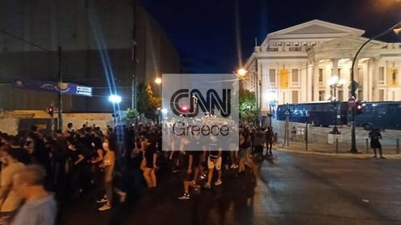 Δολοφονία Φύσσα: Πλήθος κόσμου στην μαζική αντιφασιστική διαδήλωση στο Κερατσίνι