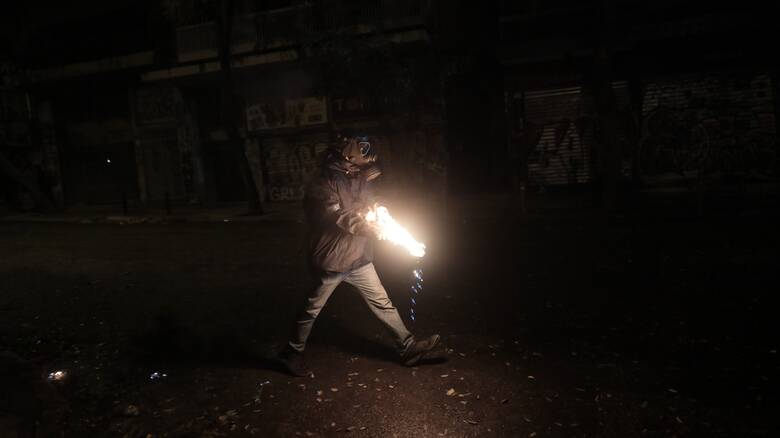 Επίθεση με μολότοφ κατά αστυνομικών στα Εξάρχεια
