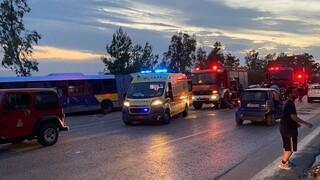 Σφοδρή σύγκρουση λεωφορείου με ΙΧ στην Αγία Μαρίνα - Δύο τραυματίες