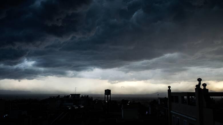 Ιανός: «Κυκλώνει» την Αττική μετά την επέλαση σε Ιόνιο, Στερεά και Θεσσαλία