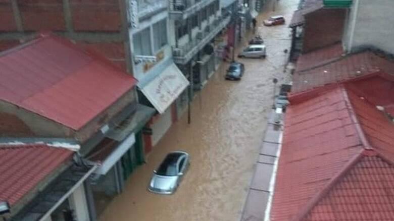 Κακοκαιρία Ιανός: Βιβλική καταστροφή στην Καρδίτσα - Ποτάμια οι δρόμοι της πόλης