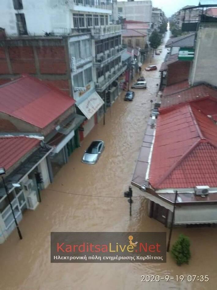 Κακοκαιρία Ιανός: Βιβλική καταστροφή στην Καρδίτσα - Ποτάμια οι δρόμοι της πόλης - CNN.gr