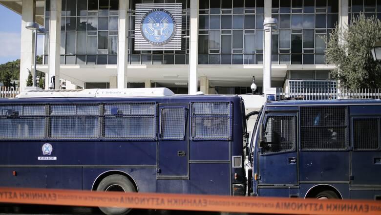 Συναγερμός στην ΕΛΑΣ: Έπεσε φωτοβολίδα στην αμερικανική πρεσβεία