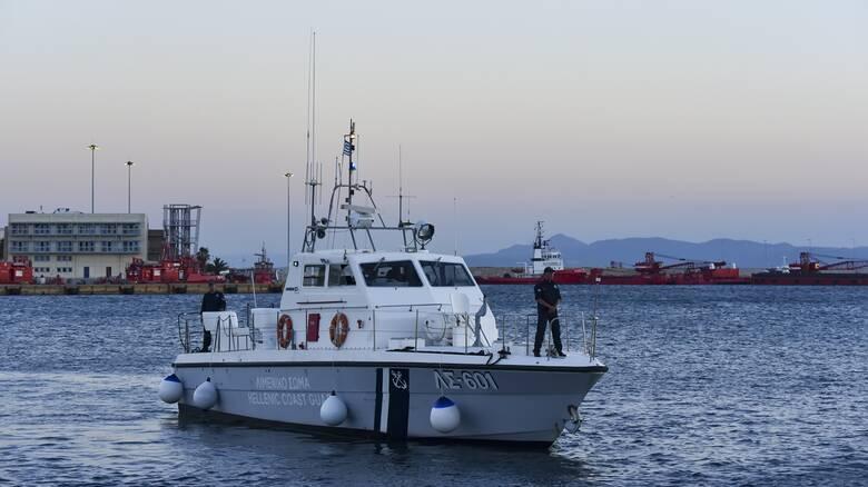 Κινδύνεψε ιστιοφόρο σκάφος ανοικτά του Λαυρίου