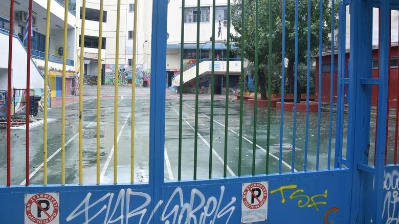Κορωνοϊός - Σχολεία: Αυξάνουν τα «λουκέτα» λόγω πανδημίας - Ποια θα είναι κλειστά τη Δευτέρα