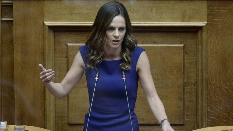 Αχτσιόγλου: 8,5 δισ. ευρώ τα προσωρινά και 3 δισ. ευρώ τα μόνιμα μέτρα του ΣΥΡΙΖΑ