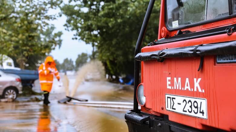 Κακοκαιρία Ιανός: Συνεχίζεται η «μάχη» των διασωστών της ΕΜΑΚ στη Θεσσαλία