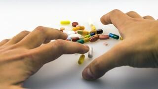 Κορωνοϊός: Υψηλότερος ο κίνδυνος για ανθρώπους με διαταραχές εθισμού