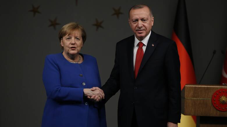 Τουρκικός Τύπος: Ο Ερντογάν θα παραπονεθεί στη Μέρκελ για τον σταυρό στον Έβρο