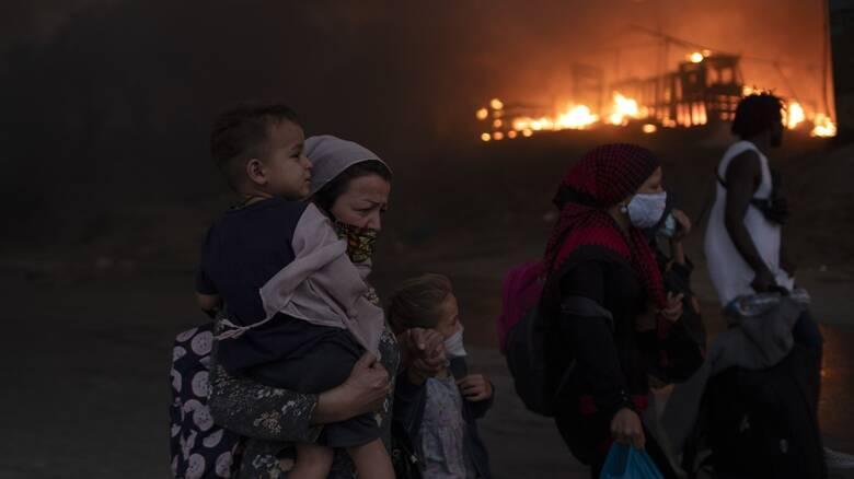 Φωτιά Μόρια: Προφυλακίστηκαν οι έξι Αφγανοί που κατηγορούνται για εμπρησμό