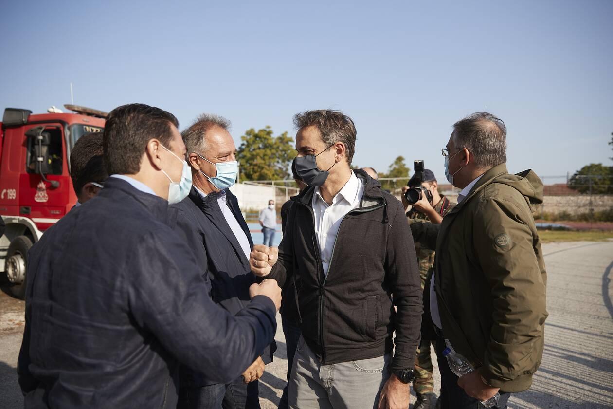 https://cdn.cnngreece.gr/media/news/2020/09/22/235376/photos/snapshot/mitsotakis_karditsa-4.jpg