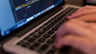Κορωνοϊός - Αττική: Επανέρχεται το ηλεκτρονικό ραντεβού στους δήμους