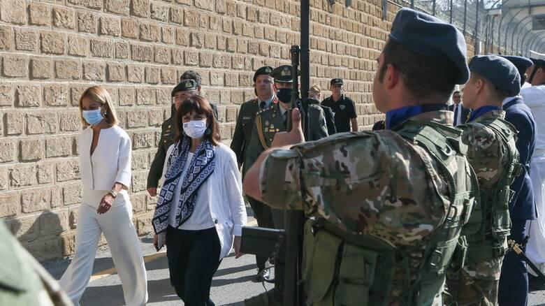 Κύπρος: Ιστορική επίσκεψη Σακελλαροπούλου σε Πράσινη Γραμμή και Φυλακισμένα Μνήματα