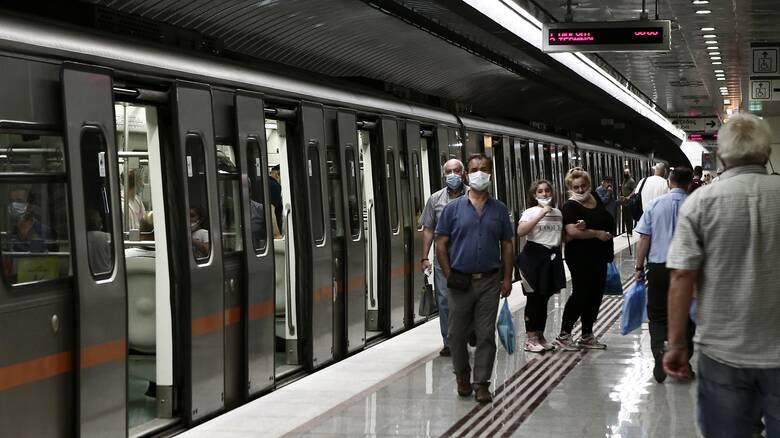 Πέτσας: «Πολύ σύντομα λύση» για τις εικόνες συνωστισμού στο μετρό – Ποιους «δείχνει» η ΣΤΑΣΥ
