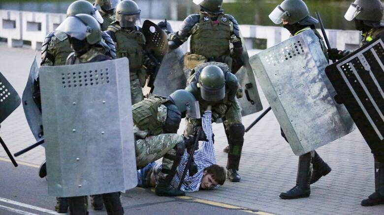 Λευκορωσία: Σοβαρά επεισόδια μεταξύ διαδηλωτών και αστυνομίας για την ορκωμοσία Λουκασένκο