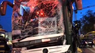 Τροχαίο στην Ακτή Μιαούλη: Τουριστικό λεωφορείο έπεσε πάνω σε κολώνα