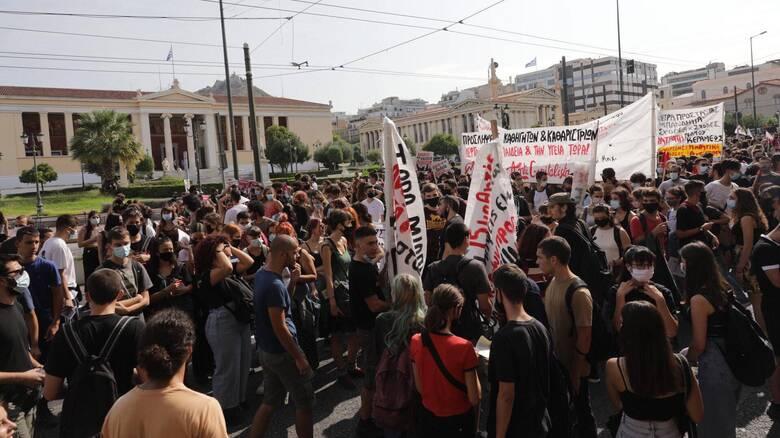 Πανεκπαιδευτικό συλλαλητήριο για τον κορωνοϊό - Κλειστά 300 σχολεία σε όλη την Ελλάδα